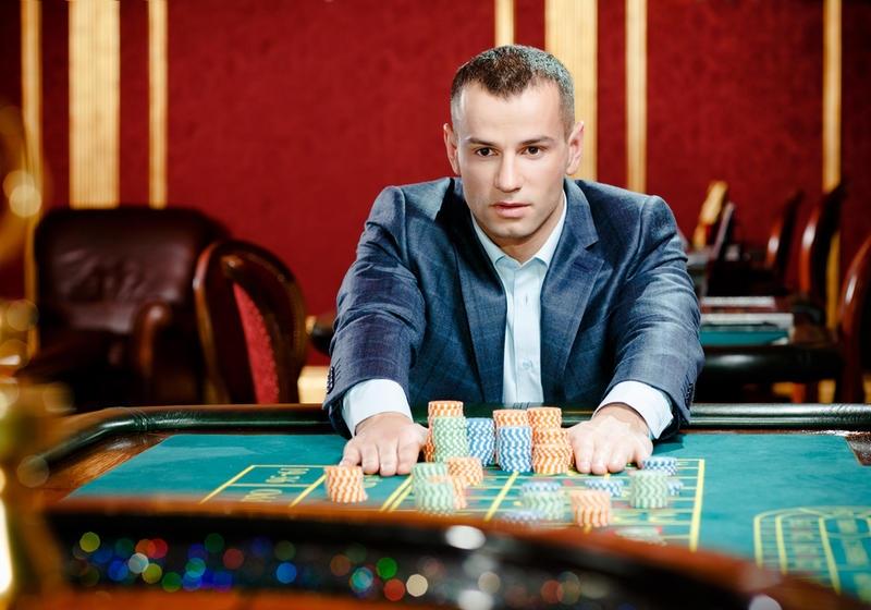 Как называется работник в казино стоящий за игровым столом samp чит казино